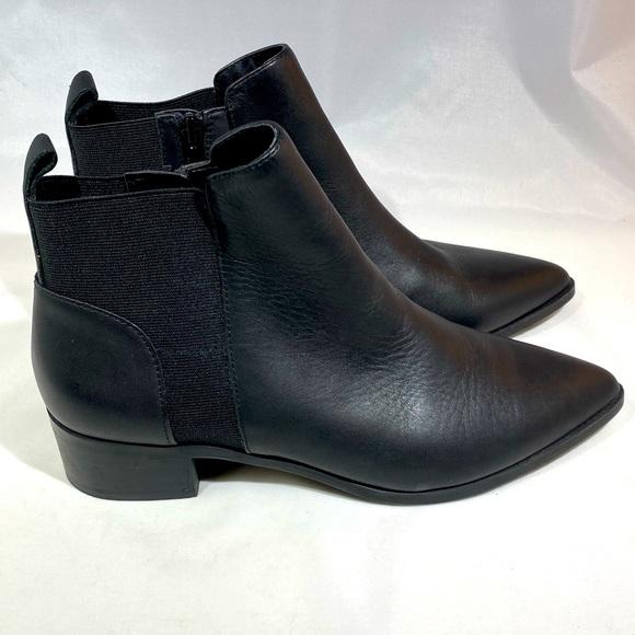 Crown Vintage black leather ankle bootie NWOT 9